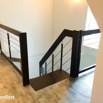 escalier-suspendu-teinte-deux-quarts-tournant-01-