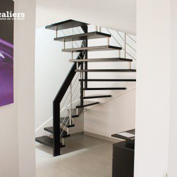 escalier fin suspendu