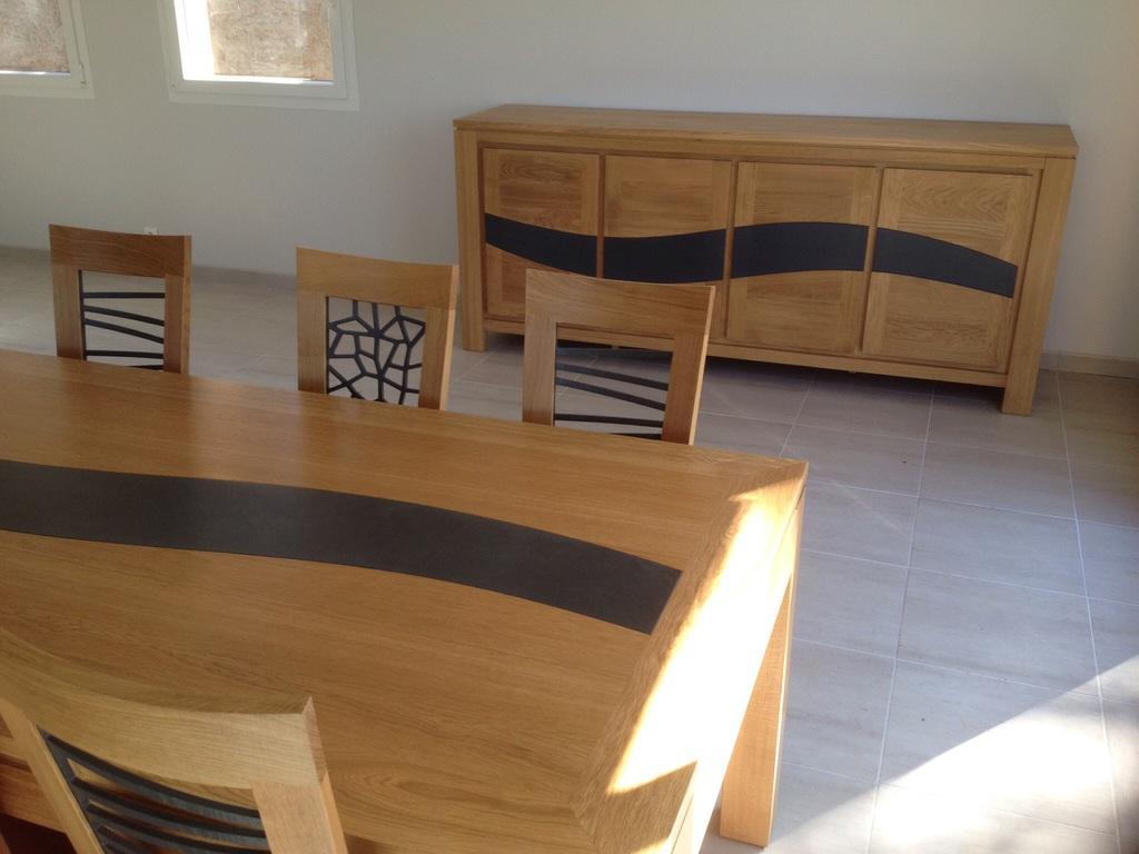 Table de salle a manger haute gamme chaise salle manger for Meuble haut pour salle a manger