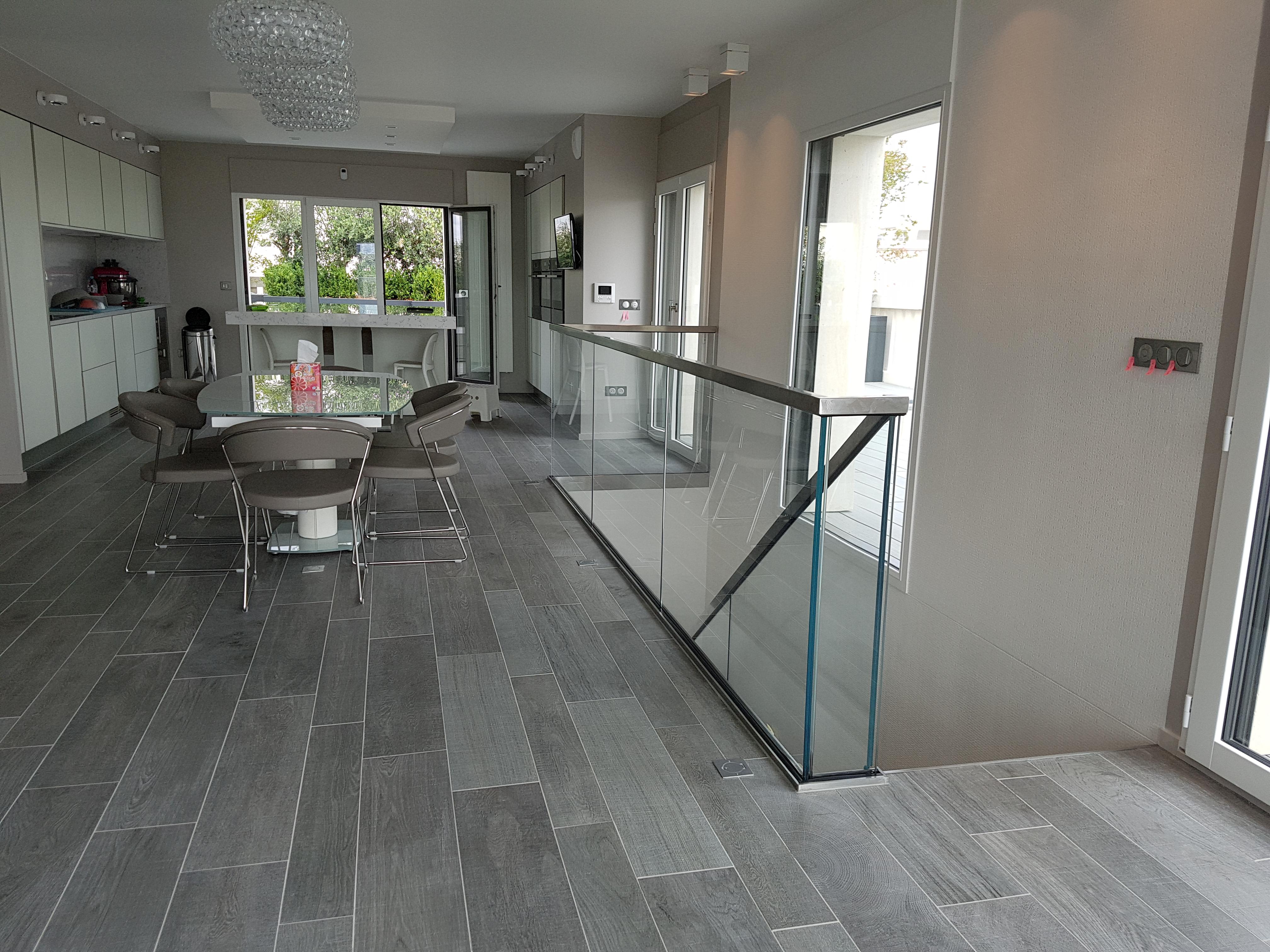 escalier futura levallois perret paris avec vue sur la tour eiffel art escaliers. Black Bedroom Furniture Sets. Home Design Ideas