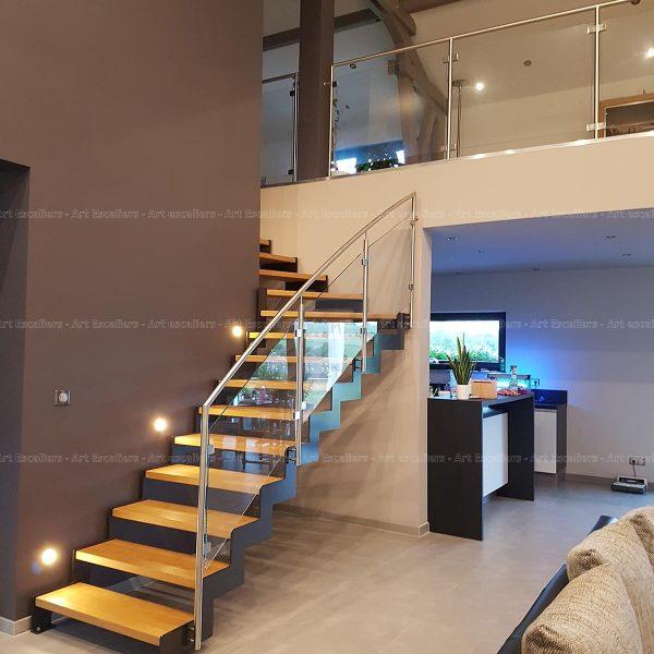 Escalier cremaillere metal marche bois garde-corps inox verre