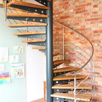 escalier_fut-central_helicoidal_metal-laque_bois-teinte-artescaliers