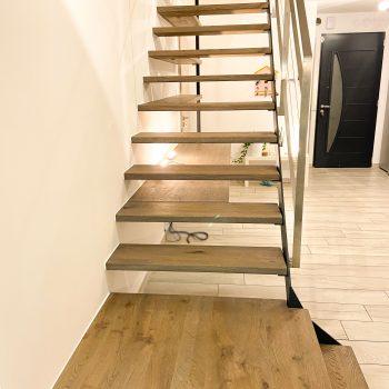 Escalier-fin-moderne-bois-acier-inox
