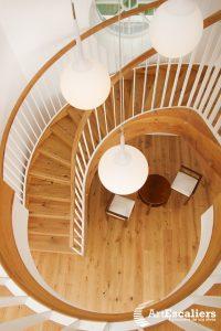 escalier traditionnel chene